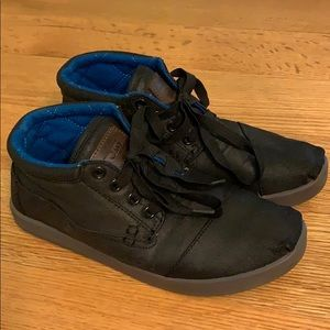 Toms black lace up bota booties/sneakers size 6